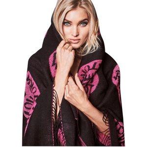 VICTORIA'S SECRET Black Pink Hearts Knit Blanket